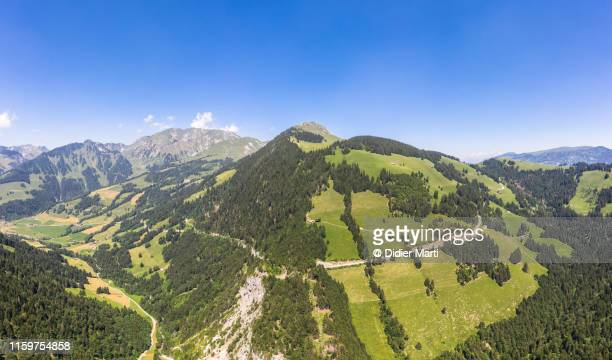 jaunpass mountain road in switzerland - フリブール州 ストックフォトと画像