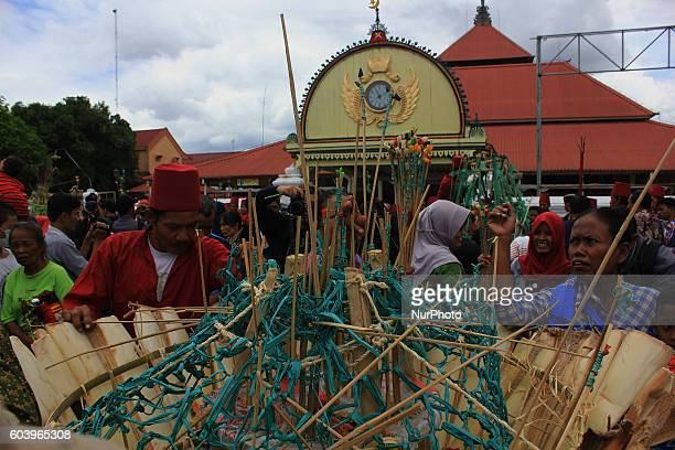 Javanese peoples jostle for food and offerings known as 'Gunungan' during the Grebeg Besar ritual in Yogyakarta Indonesia on September 13 2016 This...