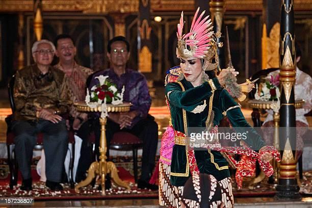 Javanese traditional dancer performs as Singaporean President Tony Tan Keng Yam meets with Yogyakarta Governor Sri Sultan Hamengkubuwono X during...