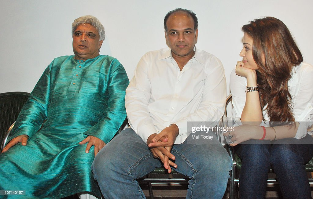 Javed Akhtar Ashutosh Gowariker and Aishwarya Rai Bachchan at the special screening of the film Khelein Hum Jee Jaan Se in Mumbai on November 22 2010
