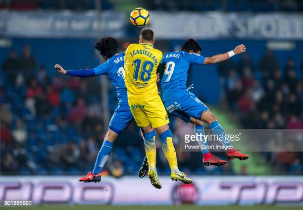 Javi Castellano Betancor of UD Las Palmas fights for the ball with Gaku Shibasaki and Angel Luis Rodriguez Diaz of Getafe CF during the La Liga...