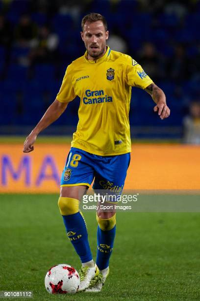 Javi Castellano of Las Palmas runs with the ball during the Copa del Rey Round of 16 first Leg match between UD Las Palmas and Valencia CF at Estadio...