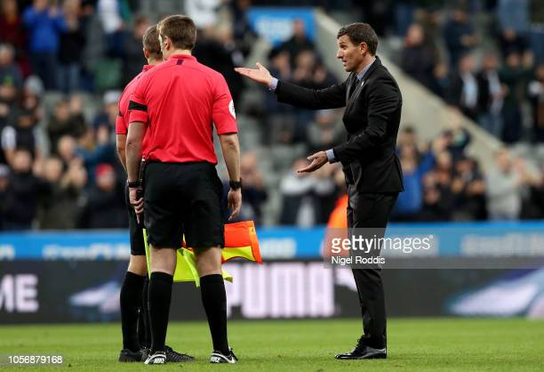 Javi Gracia Manager of Watford argues with referee Craig Pawson after the Premier League match between Newcastle United and Watford FC at St James...