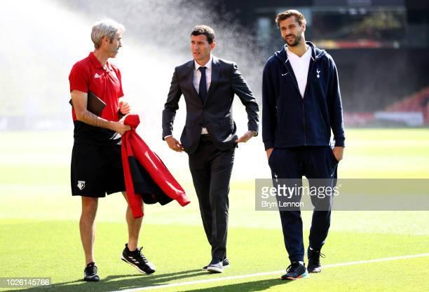 Javi Gracia Manager of Watford Watford assistant Zigor Aranalde and Fernando Llorente of Tottenham Hotspur in discussion prior to the Premier League...