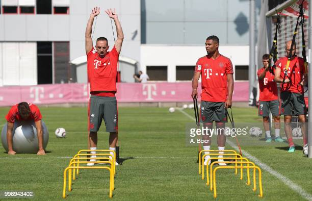 Javi Martinez Franck Ribery Serge Gnabry Juan Bernat and Arjen Robben of FC Bayern Muenchen practice during a training session at the club's Saebener...
