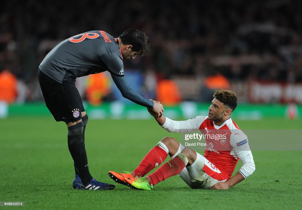 Javi Martinez of Bayern Munich helps up Alex Oxlade-Chamberlain of Arsenal after the UEFA Champions League Round of 16 second leg match between Arsenal FC and FC Bayern Muenchen at Emirates Stadium on March 7, 2017 in London, United Kingdom.