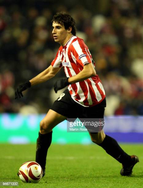 Javi Martinez of Bilbao runs with the ball during the UEFA Europa League Group L match between Atletico Bilbao and Werder Bremen at the Estadio San...
