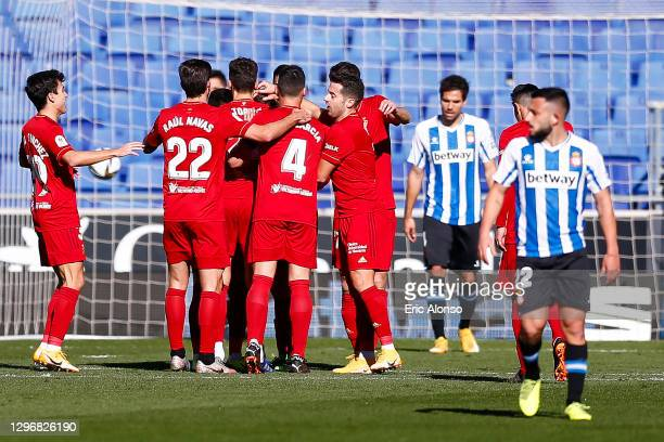 Javi Martinez of CA Osasuna celebrates scoring his side's first goal with his teammates during to the Copa del Rey match between RCD Esapnyol and...