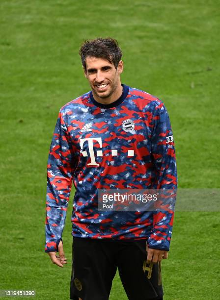 Javi Martinez of FC Bayern Muenchen warms up prior to the Bundesliga match between FC Bayern Muenchen and FC Augsburg at Allianz Arena on May 22,...