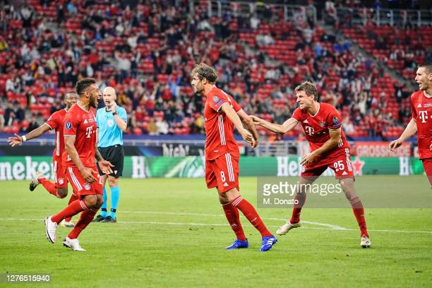 Javi Martinez of FC Bayern Munich celebrates with teammates Corentin Tolisso and Thomas Mueller after scoring his team's second goal during the UEFA...