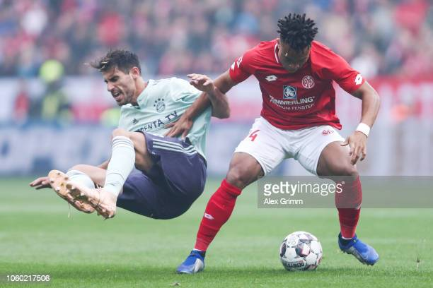 Javi Martinez of Muenchen is challenged by Pierre Malong of Mainz during the Bundesliga match between 1 FSV Mainz 05 and FC Bayern Muenchen at Opel...