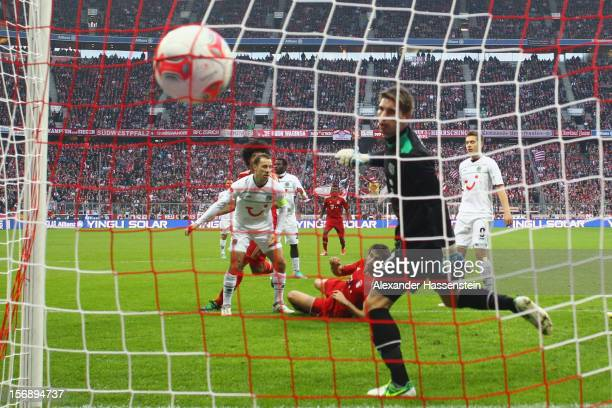 Javi Martinez of Muenchen scores the opening goal during the Bundesliga match between FC Bayern Muenchen and Hannover 96 at Allianz Arena on November...