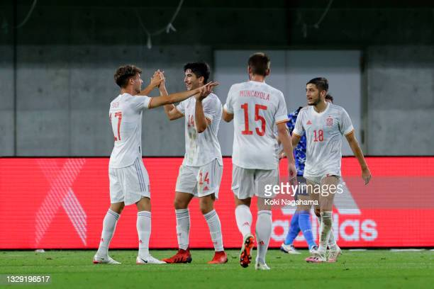 Javi Puado of Spain celebrates scoring his side's first goal with his team mates during the U-24 international friendly match between Japan and Spain...