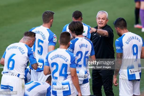 Javier Aguirre Manager of CD Leganes gives instructions during the La Liga match between CA Osasuna and CD Leganes at Estadio El Sadar on June 27...