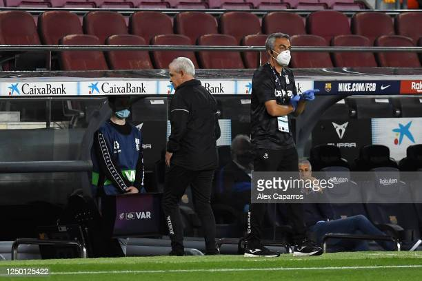 Javier Aguirre Manager of Leganes leaves the pitch after being shown the red card during the Liga match between FC Barcelona and CD Leganes at Camp...