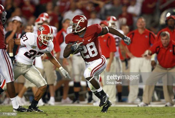 Javier Arenas of the Alabama Crimson Tide carries the ball against the Georgia Bulldogs at BryantDenny Stadium September 22 2007 in Tuscaloosa...