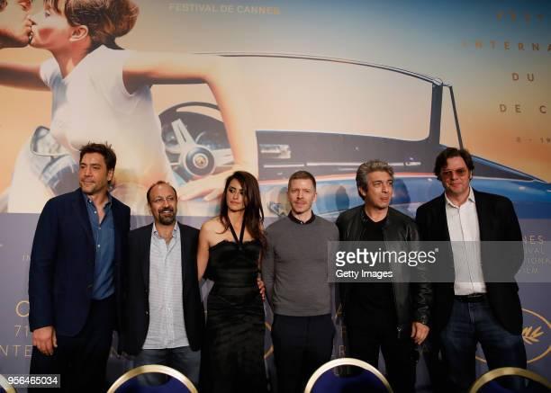 "Javier Bardem, Asghar Farhadi, Penelope Cruz, Alexandre Mallet-Guy, Ricardo Darin and Alvaro Longoria attend the press conference for ""Everybody..."