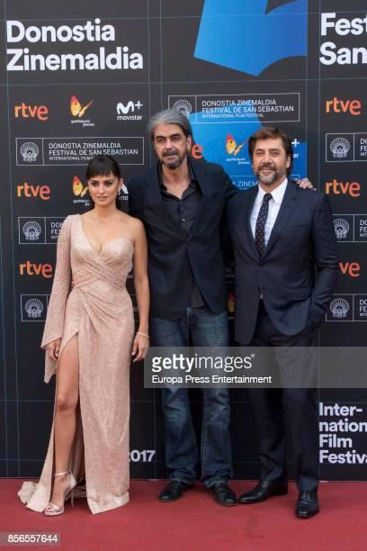 Javier Bardem Penelope Cruz and director Fernando Leon de Aranoa attend 'Loving Pablo' photocall during 65th San Sebastian Film Festival on September...