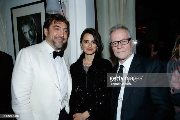 Javier Bardem Penelope Cruz and Thierry Fremaux attend Dinner at Le Fouquet's during Cesar Film Award 2018 at Le Fouquet's on March 2 2018 in Paris...