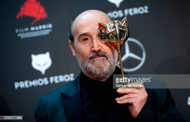 Javier Camara poses in the Press Room after winning the the best supporting actress Award during 'Feroz Awards' 2020 at Teatro Auditorio Ciudad de...