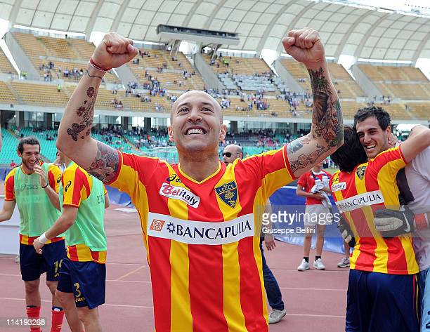 Javier Chevanton of Lecce celebrates the victory after the Serie A match between AS Bari and Lecce at Stadio San Nicola on May 15 2011 in Bari Italy