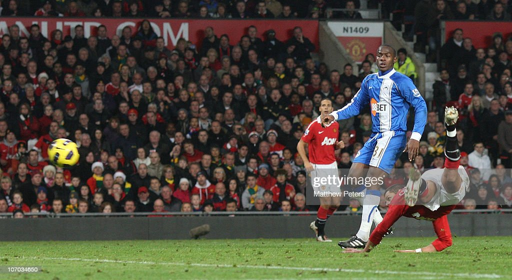 Javier 'Chicharito' Hernandez of Manchester United scores their second goal during the Barclays Premier League match between Manchester United and Wigan Athletic at Old Trafford on November 20, 2010 in Manchester, England.