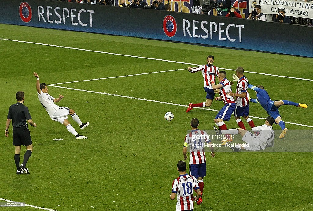 Javier 'Chicharito' Hernandez of Real Madrid scores the winning goal during the UEFA Champions League Quarter Final second leg match between Real Madrid CF and Club Atletico de Madrid at Estadio Santiago Bernabeu on April 22, 2015 in Madrid, Spain.