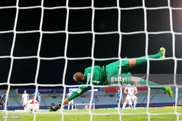 Javier Delgado of Honduras dives in an attempt to save a penalty shot from Myer Bevan of New Zealand during the FIFA U20 World Cup Korea Republic...