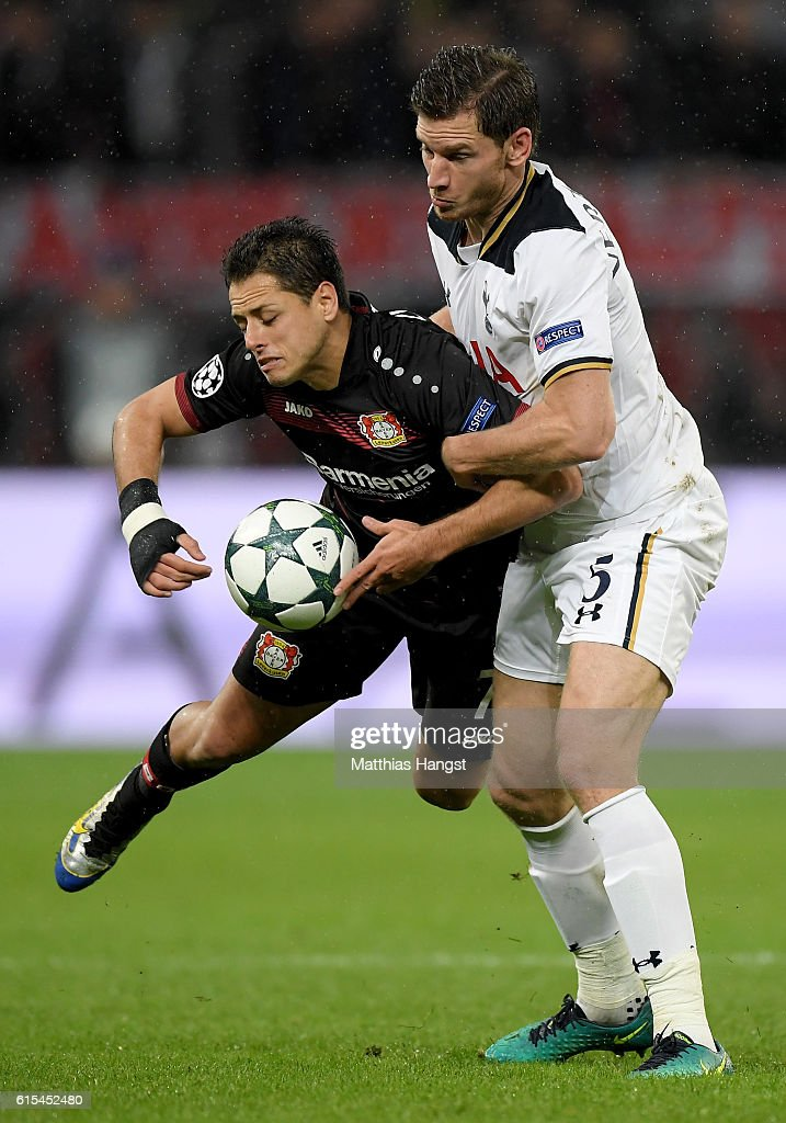 Javier Hernandez (L) of Leverkusen and Jan Vertonghen of Tottenham battle for the ball during the UEFA Champions League group E match between Bayer 04 Leverkusen and Tottenham Hotspur FC at BayArena on October 18, 2016 in Leverkusen, North Rhine-Westphalia.