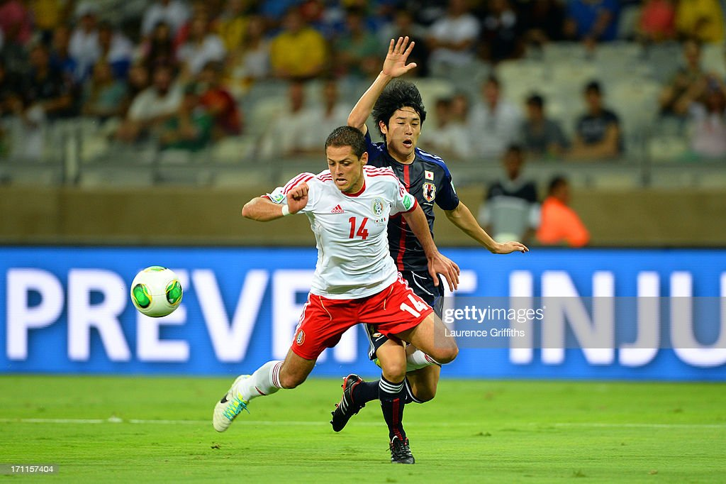 Javier Hernandez of Mexico draws the penalty against Atsuto Uchida of Japan during the FIFA Confederations Cup Brazil 2013 Group A match between Japan and Mexico at Estadio Mineirao on June 22, 2013 in Belo Horizonte, Brazil.