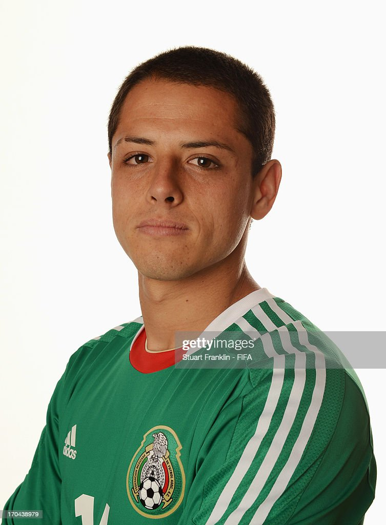 Diferentes fenotipos y grupos étnicos de Latinoamérica - Página 2 Javier-hernandez-of-mexico-poses-during-portrait-session-ahead-of-the-picture-id170438979