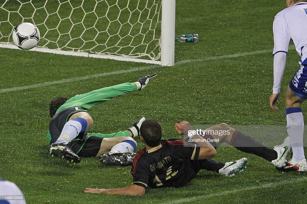 Javier Hernandez #14 of Mexico scores the game-winning goal past Asmir Begovic #1 of Bosnia-Herzegovina during an international friendly at Soldier Field on May 31, 2012 in Chicago, Illinois. Mexico defeated Bosnia-Herzegovina 2-1.
