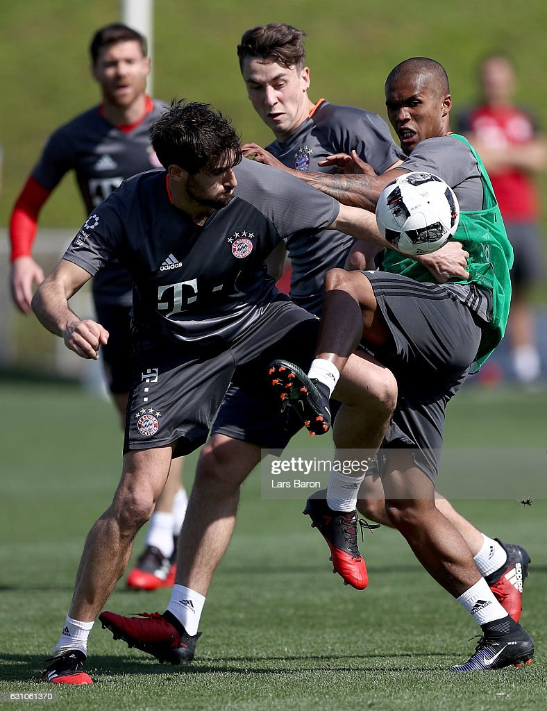 Javier Martinez challenges Douglas Costa during a training session at day 4 of the Bayern Muenchen training camp at Aspire Academy on January 6, 2017 in Doha, Qatar.