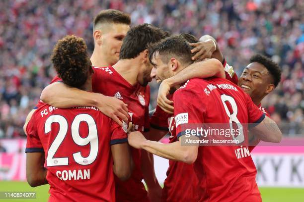 Javier Martinez of Bayern Munich celebrates after scoring his team's third goal with his team mates during the Bundesliga match between FC Bayern...
