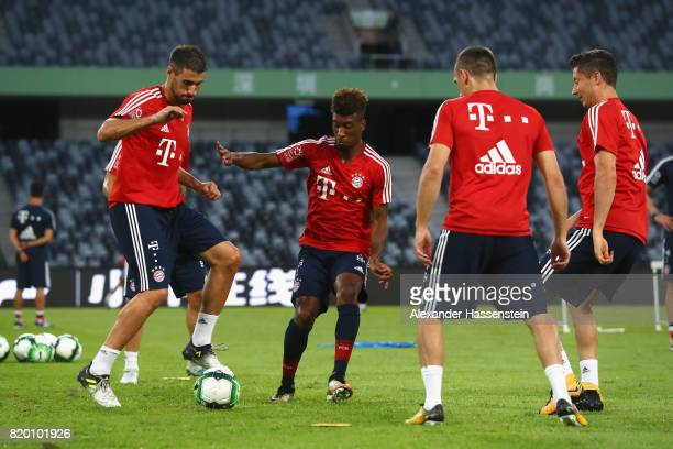 Javier Martinez of FC Bayern Muenchen battle for the ball with his team mates Kinglsey Coman Franck Ribery and Robert Lewandowski during a training...