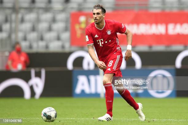 Javier Martinez of FC Bayern Muenchen runs with the ball during the Bundesliga match between FC Bayern Muenchen and Sport-Club Freiburg at Allianz...