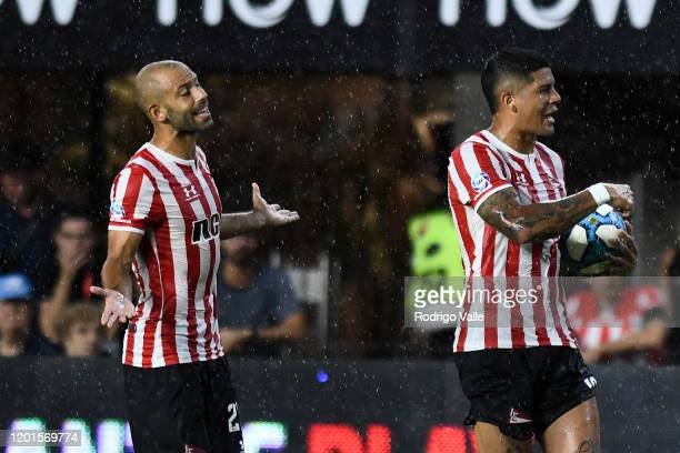 Javier Mascherano and Marcos Rojo of Estudiantes react during a match between Estudiantes and Defensa y Justicia as part of Superliga 2019/20 at...