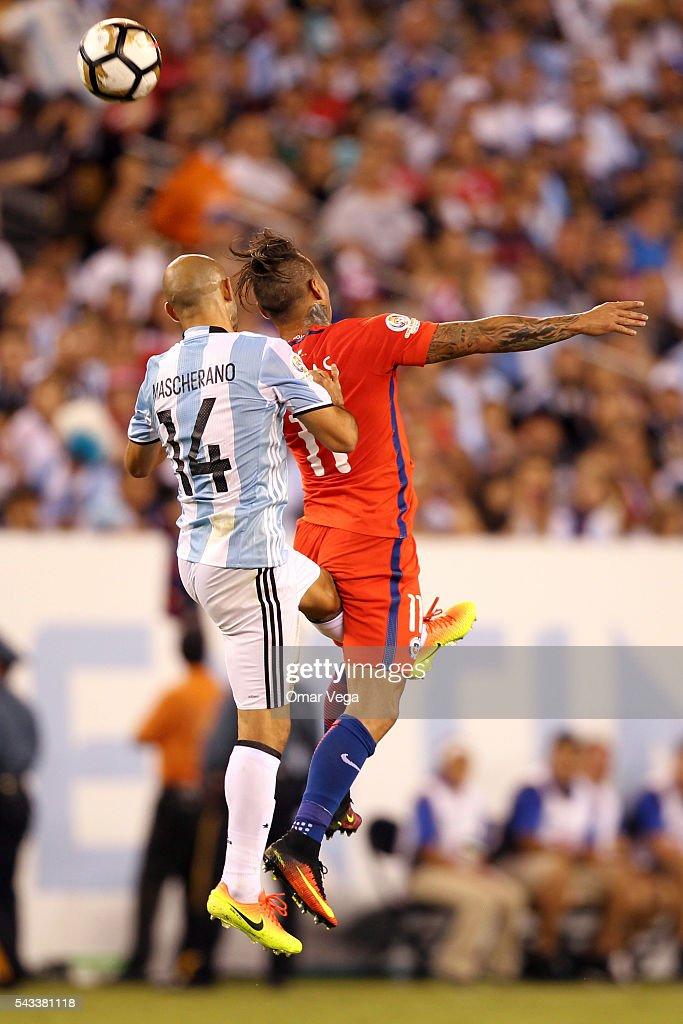 Javier Mascherano of Argentina and Eduardo Vargas of Chile