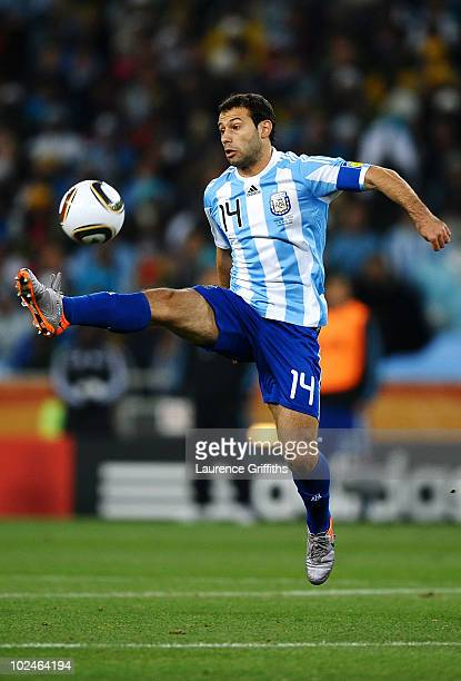 Javier Mascherano of Argentina controls the ball during the 2010 FIFA World Cup South Africa Round of Sixteen match between Argentina and Mexico at...