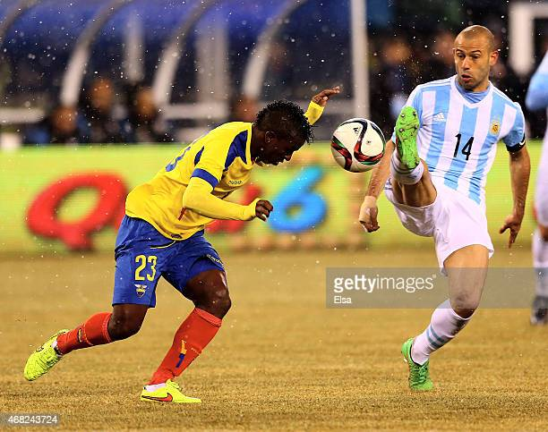 Javier Mascherano of Argentina nearly kicks Miler Bolanos of Equador in the face during a friendly match at MetLife Stadium on March 31 2015 in East...