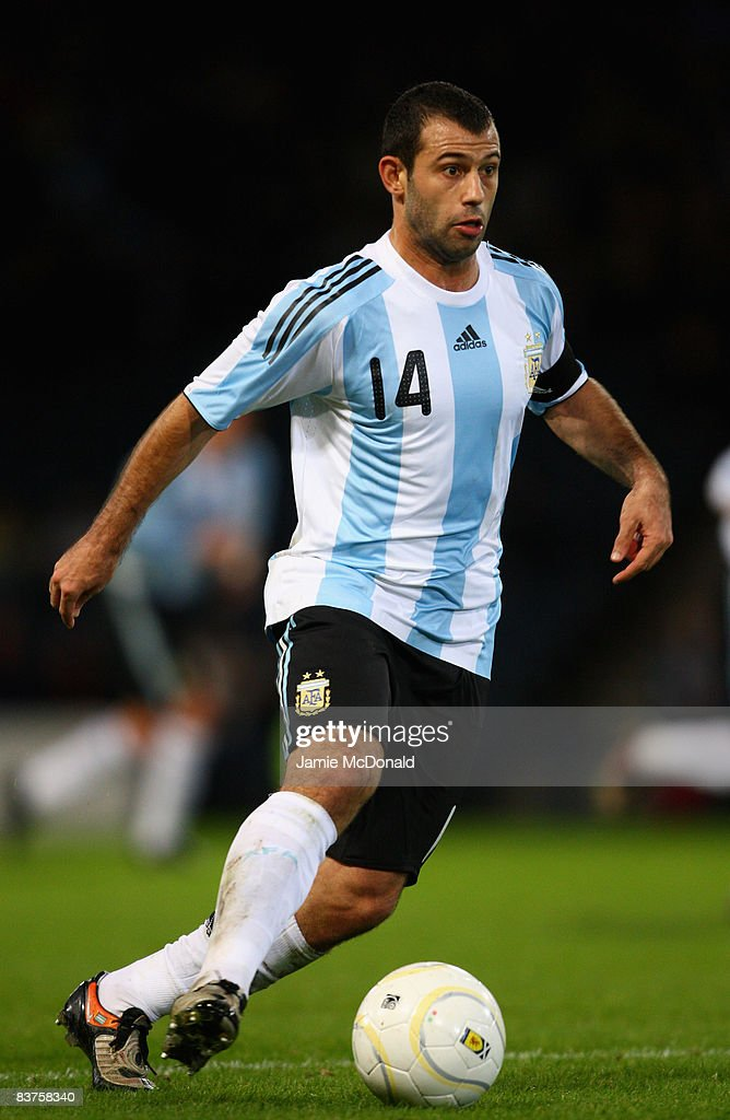 Javier Mascherano of Argentina runs with the ball during the International Friendly match between Scotland and Argentina at Hampden Park on November 19, 2008 in Glasgow, Scotland.