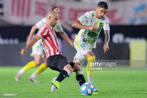 Javier Mascherano of Estudiantes fights for the ball with Juan Martin Lucero of Defensa y Justicia during a match between Estudiantes and Defensa y...