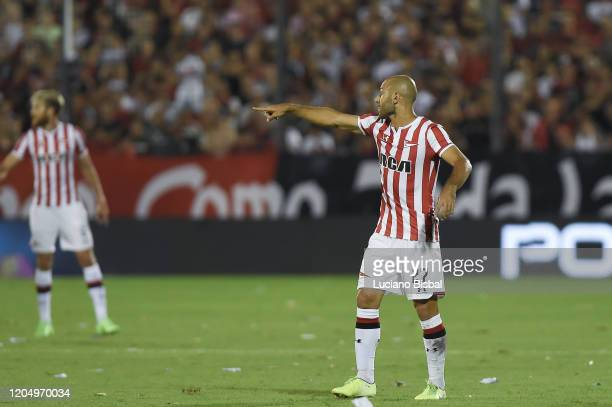 Javier Mascherano of Estudiantes reacts during a match between Newell's Old Boys and Estudiantes as part of Superliga 2019/20 at Marcelo Bielsa...