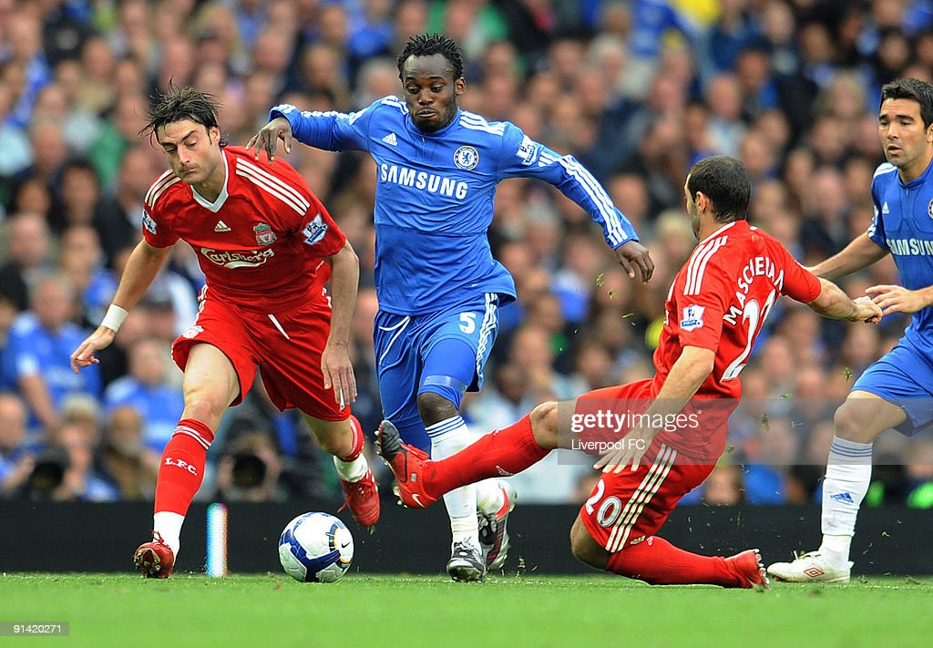 Javier Mascherano of Liverpool competes with Michael Essien of Chelsea during the Barclays Premier League match between Chelsea and Liverpool at Stamford Bridge on October 4, 2009 in London, England.