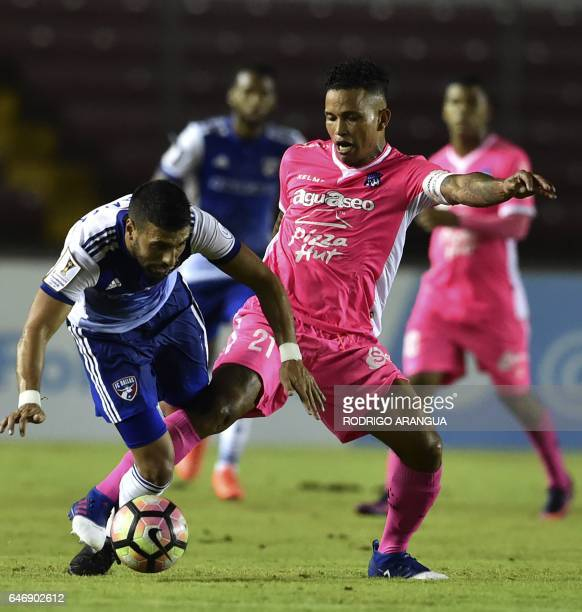 Javier Morales of US Dallas vies for the ball with Amilcar Henriquez of Panamanian Arabe Unido during the second leg quarterfinal of the CONCACAF...