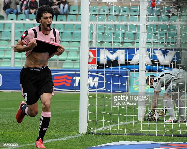 Javier Pastore of Palermo the equalizing goal during the Serie A match between US Citta di Palermo and AC Chievo Verona at Stadio Renzo Barbera on...