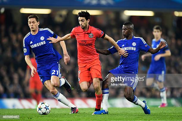 Javier Pastore of PSG is closed down by Nemanja Matic of Chelsea and Ramires of Chelsea during the UEFA Champions League Round of 16 second leg match...