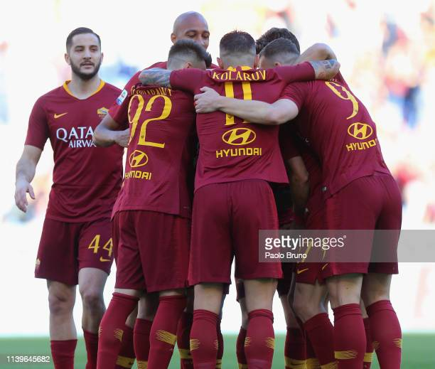 Javier Pastore of with his teammates AS Roma celebrates after scoring the team's second goal during the Serie A match between AS Roma and Cagliari at...