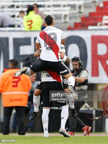 Javier Pinola of River Plate celebrates with teammates after scoring the first goal of his team during a match between River Plate and Estudiantes de...
