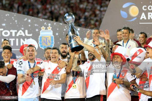 Javier Pinola of River Plate lifts the trophy to celebrate with teammates after the final of Copa Argentina 2019 between Central Cordoba and River...